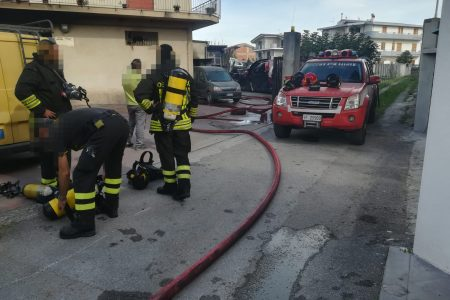 Bracellona P.G. : incendio in officina, in fiamme due auto