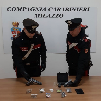 I Carabinieri arrestano due fratelli per detenzione illegale di armi.