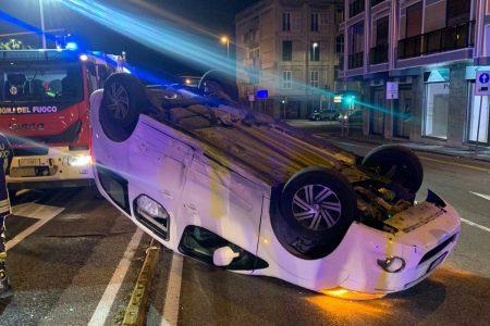 Auto si ribalta in viale Boccetta. Un ferito