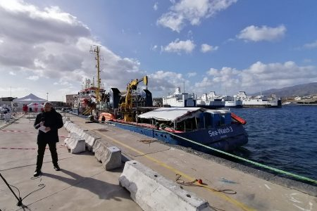 Sea Watch in QUARANTENA nel porto di Messina. Divieto di avvicinamento