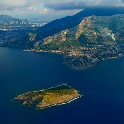 E' in vendita l'Isola delle Femmine: servono 350 mila finanziatrici che mettano 10 euro l'una
