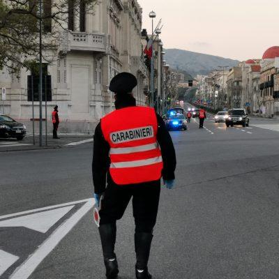 Messina:     ladro arrestato dai Carabinieri mentre tenta di rubare su una auto.