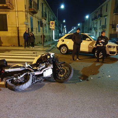 Incidente in viale Europa. Feriti gli occupanti di una moto