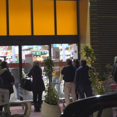 Messina: MASCHERINE INTROVABILI, file ai supermercati e man bassa di prodotti di prima necessità.
