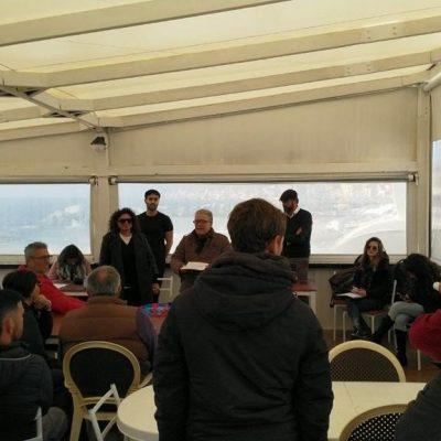 """A Torre Faro l'incontro fra gli attivisti del meetup """"Grilli dello Stretto"""" e i cittadini del borgo marinaro"""
