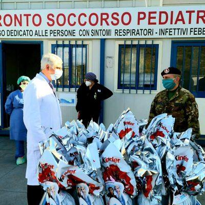 L'Esercito è solidarietà I militari dell'Esercito donano a Catania uova pasquali ai bambini dei reparti oncologici della città