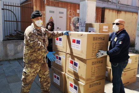 """Coronavirus: l'Esercito con l' """"AOSTA"""" in Sicilia supporta la Protezione Civile con 8 tonnellate di materiale per esigenze sanitarie"""