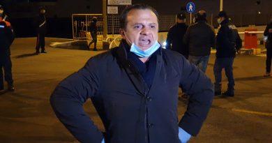 """Coronavirus, Sindaco De Luca: """"Lamorgese e Musumeci se ne facciano una ragione, da mercoledì si passa solo se registrati alla banca dati comunale, chi viola sarà rispedito indietro"""""""