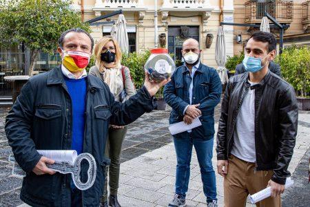 Messina – il Sindaco riceve la chiave simbolica di attività che rischiano di non aprire più
