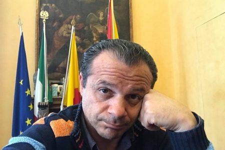 """Coronavirus, ordinanza regionale chiusura festivi generi alimentari, Sindaco De Luca scrive a Musumeci: """"Per il 25 e 26 aprile si faccia chiarezza per evitare assembramenti"""""""