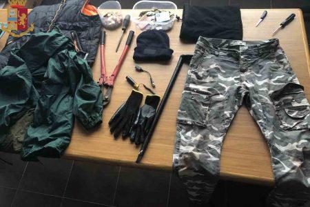 La Polizia arresta due uomini per furto e possesso di esplosivo