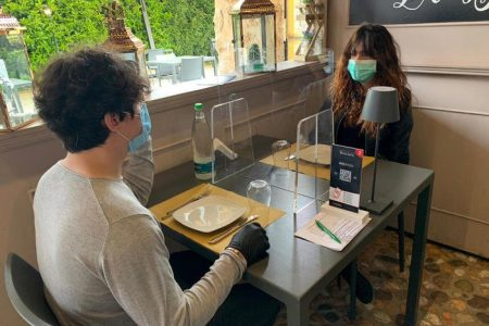 Ecco come andremo al ristorante ed in pizzeria: pareti in plexiglas e si parte