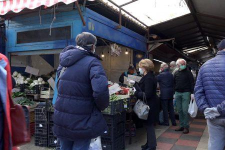 Mercato Sant'Orsola: difficile mantenere le distanze anti contagio, nonostante impegno degli operatori