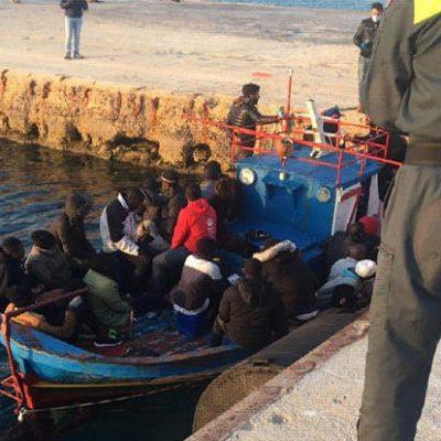 Migranti: sbarco a Lampedusa dopo tre settimane di stop