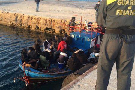 """Coronavirus: Musumeci a Conte, """"con il bel tempo temo nuovi arrivi migranti si attrezzi nave per quarantena"""