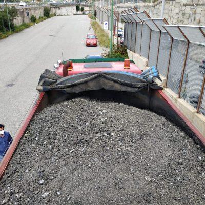 Camion scaricava detriti di scarifica nel torrente Ponte Schiavo. Fermato e deferito all'A.G. dalla Polizia Municipale