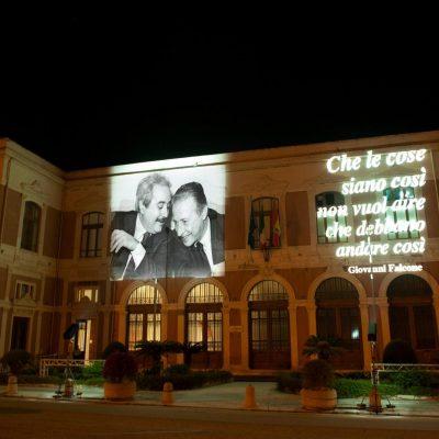 XXVIII anniversario della strage di Capaci, la facciata di UniMe illuminata in ricordo