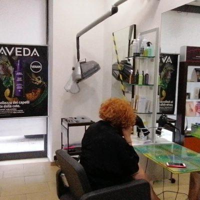 Ripartenza per barbieri e parrucchieri. Prenotazioni e sicurezza igienica