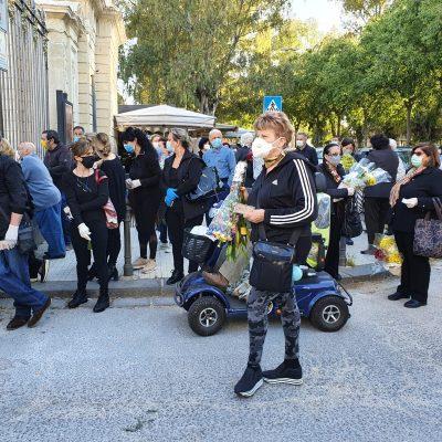 Messina: Oggi riaperti i cimiteri ed è già ressa all'ingresso