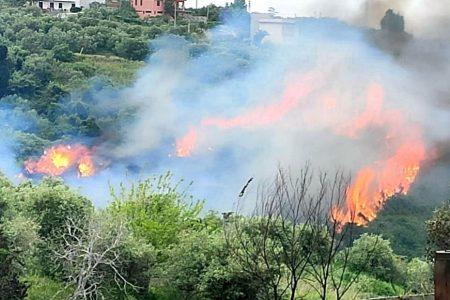 Spadafora nuovamente minacciata dagli incendi. Il forte vento continua ad alimentarli