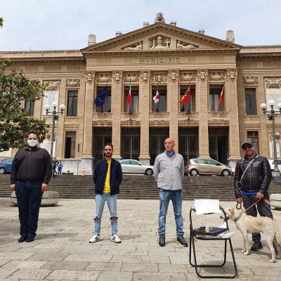 VIDEO – Ristoratori e misure anti covid: la silenziosa protesta davanti a Palazzo Zanca.