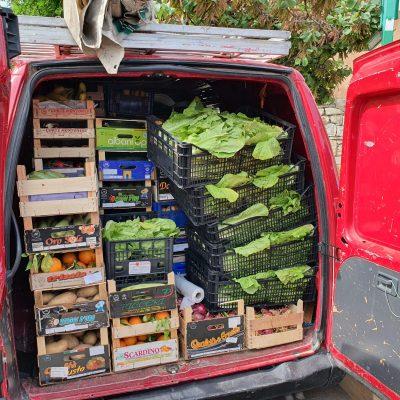 Viale Giostra – La Sezione Annona sequestra casalinghi e 20 chili di frutta ad ambulanti abusivi