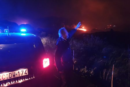 "FOTO e VIDEO – Incendi nel messinese: danni in prossimità di ""Villa Musco"" rimasta intatta. Bruciate le serre attigue"