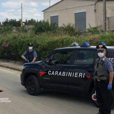 Trapani: non ottiene casa popolare ed incendia auto del sindaco