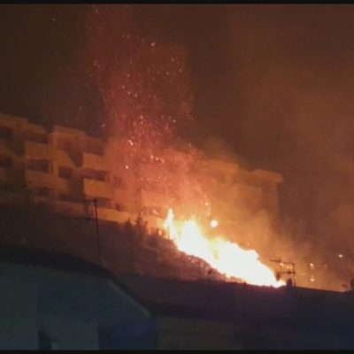 VIDEO – Incendi, abitazioni in fiamme e popolazione evacuata in zona Massa Santa Lucia e Spartà. Grande impegno di Vigili del Fuoco e Carabinieri