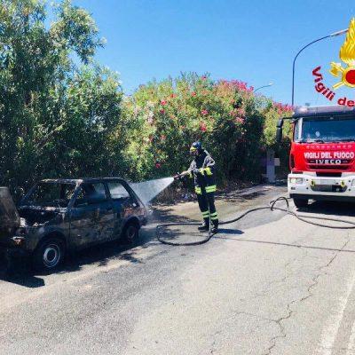 A20 – auto in fiamme presso lo svincolo di Barcellona P.G.