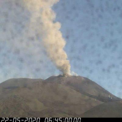 Etna in attività: emissione cenere lavica fino a 4500 metri d'altezza
