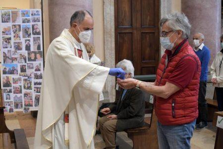 Coronavirus: parroco si dimette, no 'macelleria eucaristica'