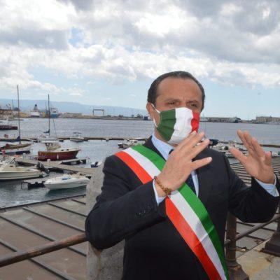 """Cassa integrazione, lo """"scandalo"""" dei 10 euro di bonus per pratica in favore dei sindacati. De Luca, """"Burocrazia porcheria"""""""