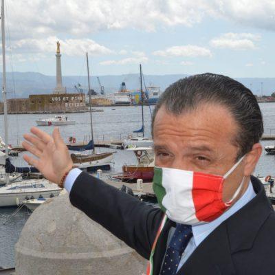 """Fase 2, Sindaco De Luca: """"Non è il liberi tutti, assembramenti sullo Stretto sono prova che modello Musumeci-Conte è sbagliato. Serve la banca dati"""""""