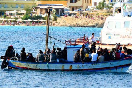 Lampedusa: in otto ore sei sbarchi e 115 migranti arrivati sull'isola