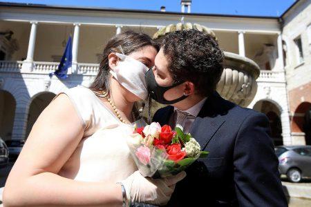 """M5S:  """"Matrimoni, settore al collasso, coppie in angoscia e la Regione che fa? Dorme!"""""""