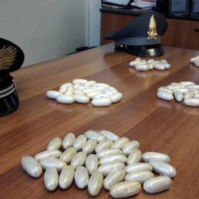 Droga: fermato con 190 ovuli cocaina nello stomaco,arrestato