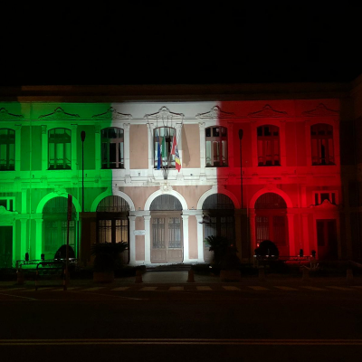 La facciata Unime si illumina del Tricolore in occasione della Festa della Repubblica