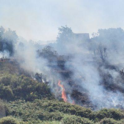 Camaro: vasto incendio minaccia abitazioni