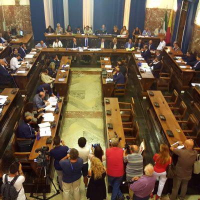 """""""Attacchi Cateno De Luca""""- Un gruppo di cittadini esprime solidarietà ai consiglieri comunali PD"""