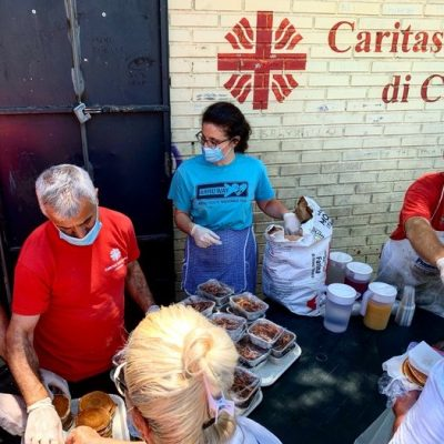 CARITAS – A Catania cresce a 400 il numero dei pasti giornalieri distribuiti