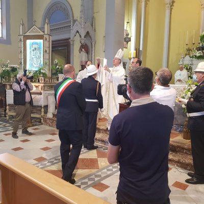 Offerta oggi del cero votivo alla Madonna di Montalto con un pensiero per Milena Visalli