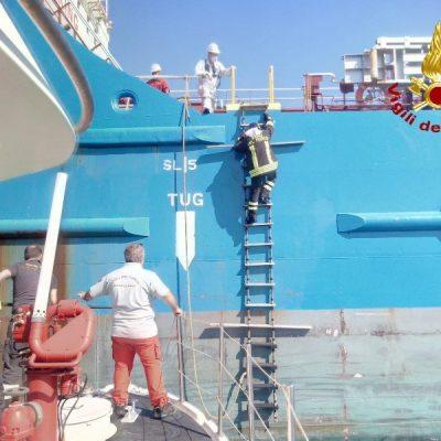MILAZZO – Esercitazione congiunta dei Vigili del Fuoco e della Guardia Costiera