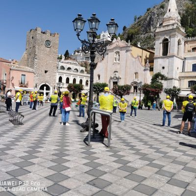 VIDEO – Taormina il flash mob dei lavoratori stagionali del comparto turistico.