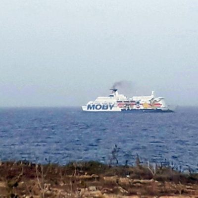 Migranti: 28 positivi al Coronavirus sulla nave quarantena a Porto Empedocle