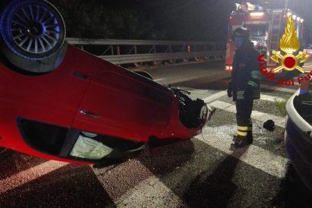 Villafranca Tirrena – Auto si ribalta. Feriti i due passeggeri