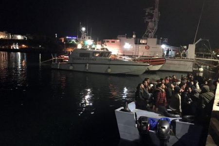 Migranti: Musumeci dispone la quarantena obbligatoria