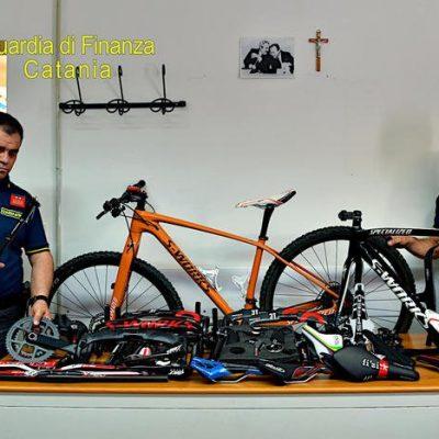 Denunciato per contraffazione perché realizzava copie di bici di alta gamma