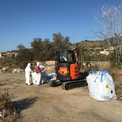 Messinaservizi Bene Comune ha iniziato stamani la bonifica del litorale di Mili con la rimozione dell'amianto