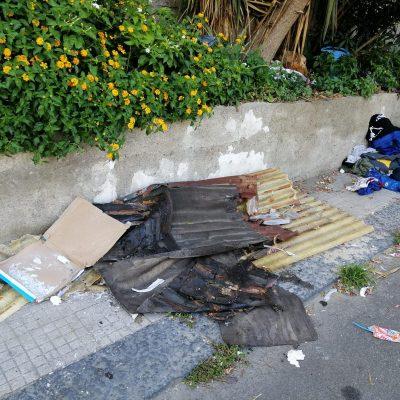 Rifiuti – Tolti i cassonetti al Rione Taormina rimane l'immondizia, bruciata!